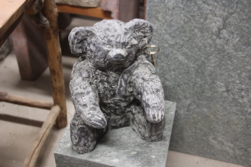 Steinskulptur Steifftier Bär